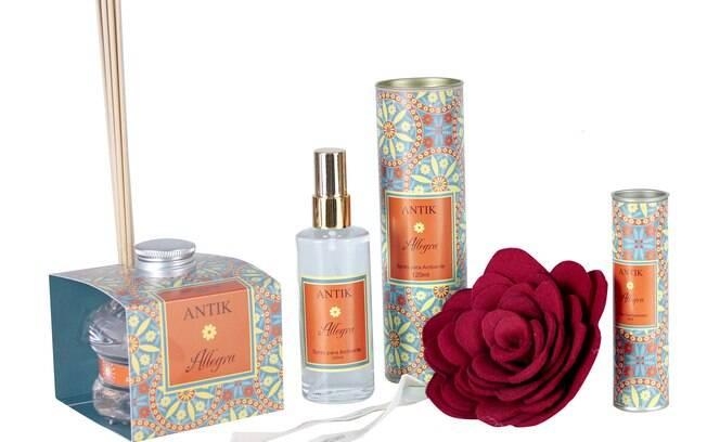 Coleção Antik: flor perfumada de feltro (R$ 63), difusor de aromas (R$ 69), spray para ambiente (R$ 42), spray concentrado (R$ 32) e lâminas de algodão perfumadas (R$ 37)