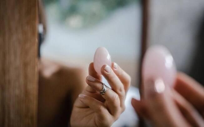 Yoni eggs: conheça as pedras energéticas vaginais