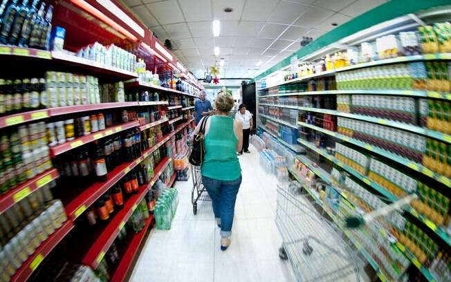 Consumidor viu preços mais baratos nos supermercados. Alimentos ajudou a inflação ter queda em 12 meses