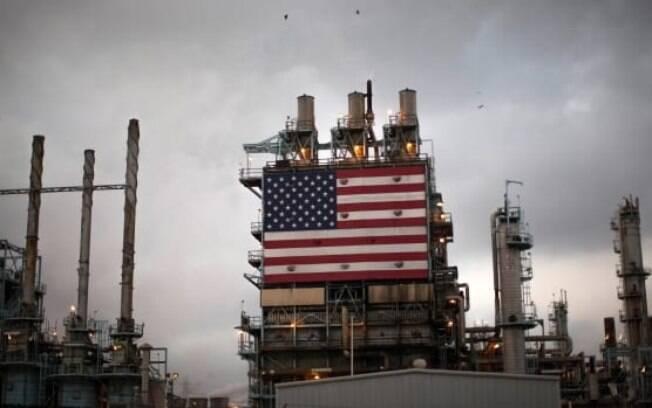 Preço do petróleo despenca nos EUA com crescimento de estoques