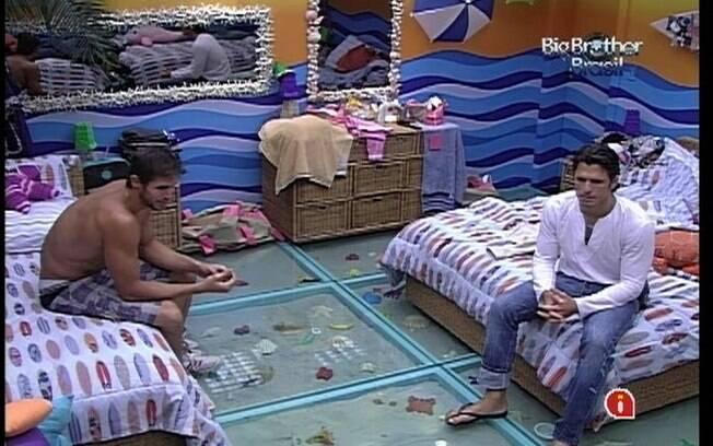 João Maurício conversa com Fael e Jonas sobre o jogo