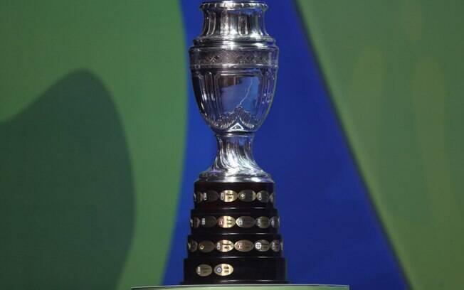 Troféu da Copa América no sorteio no Rio de Janeiro