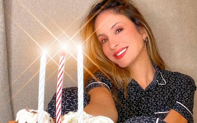Cantora completou 40 anos nessa semana e comemorou com seus fãs e família em live