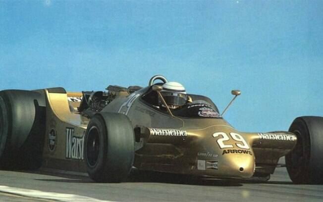 O Arrows A2, de 1979, tinha rodas traseiras enormes, espelhos que pareciam antenas  e não contavcontava com aerofólios dianteiros com traseiros. Um conjunto exagerado