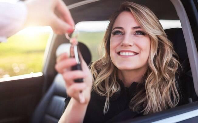 Você vai alugar um carro para poder usá-lo durante a viagem? Confira sete dicas que vão ajudá-lo a evitar imprevistos