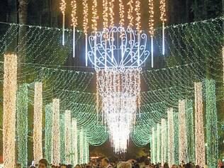 Luzes. Em função da posse será retirada a iluminação da praça da Liberdade, que será recolocada após a cerimônia