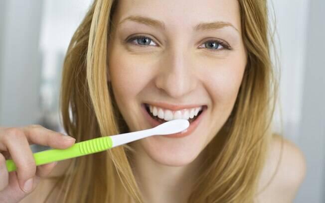 80% das escovas de dente examinadas abrigam milhões de microorganismos que podem vir a ser prejudiciais à saúde
