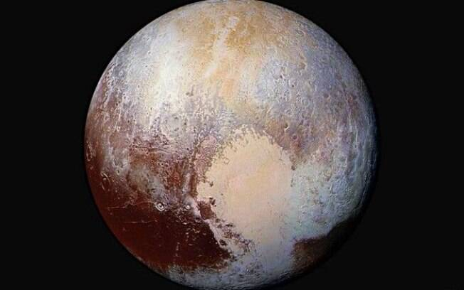 Montanhas misteriosas de Plutão intrigam cientistas