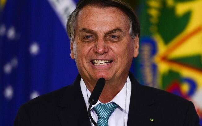 """Bolsonaro volta a provocar Eduardo Leite: """"Torço para o Brasil de Pelotas"""""""