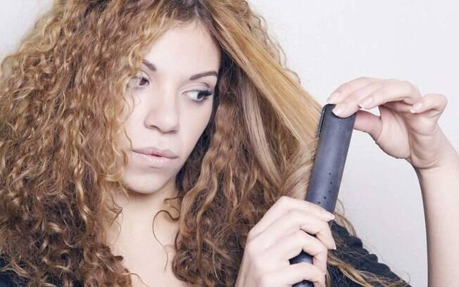 A transição capilar é o processo de retirada da química do cabelo