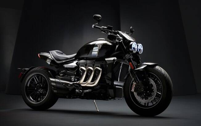 Triumph Rocket 3 TFC é grande, mas consegue ser 40 kg mais leve que a principal rival, a Ducati Diavel