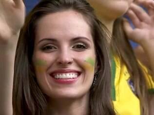 Fantástico, programa da Globo, elege funcionária do SBT como musa da Copa