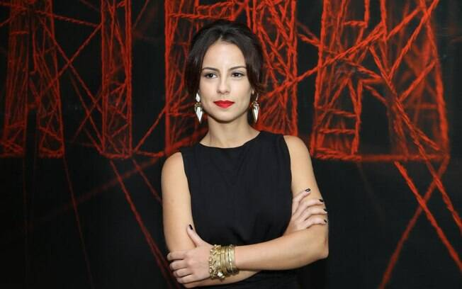 Andreia Horta vira mulher de bandido em nova série 'A Teia'