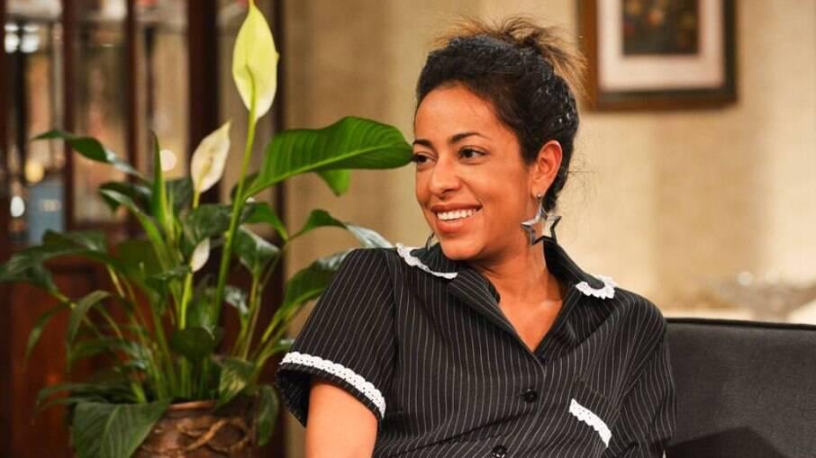 Em novelas e filmes brasileiros, o papel mais representado mulheres negras é o de empregada doméstica; na foto Samantha Schmütz como Valdeia, em 'Minha Mãe É Uma Peça'