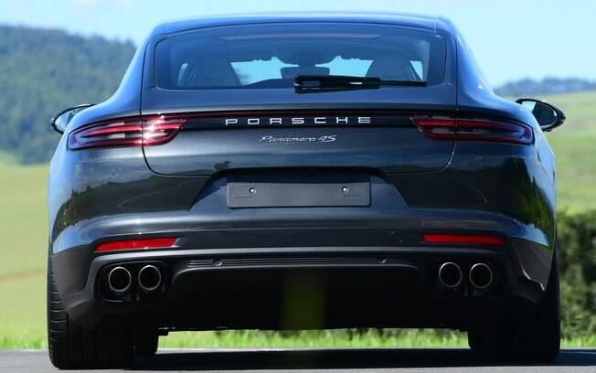 Para espantar a insônia, idosa saiu para andar em seu Porsche, mas acabou recebendo multa alta por velocidade