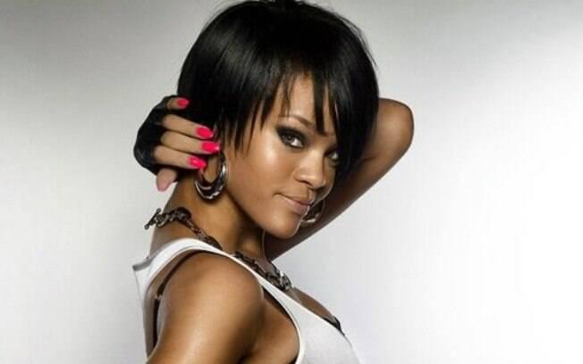 Rihanna é uma cantora multifacetada e desde 2005 foi da água para o vinho em questão visual e musical