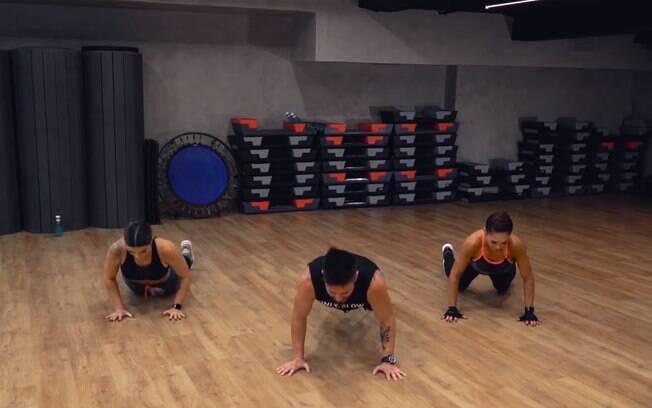 A flexão ajuda a trabalhar ombros, braços e peitoral