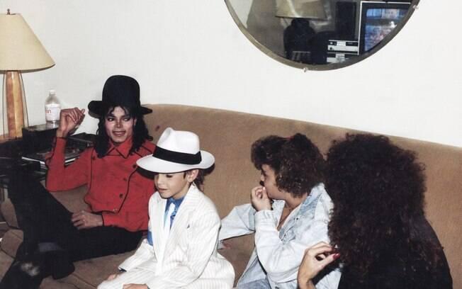 Michael Jackson foi acusado de pornografia infantil