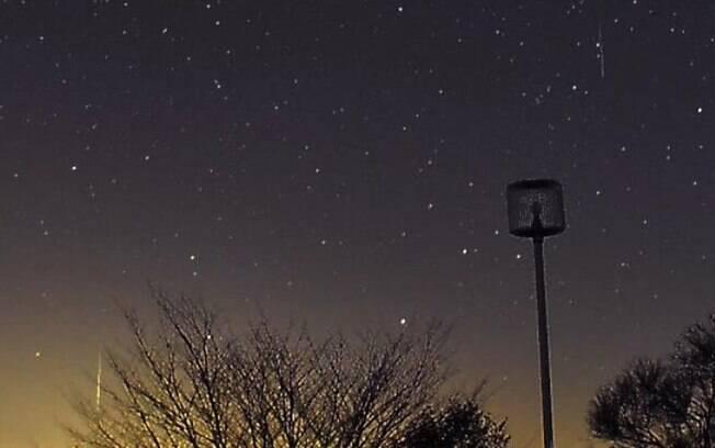 A chuva anual de meteoros Geminids iluminou os céus na noite semana passada foi fotografada por leitores da BBC. Na foto, Chuuyuu Yamato fotografa o fenômeno no Japão. Foto: Chuuyuu Yamato/ BBC