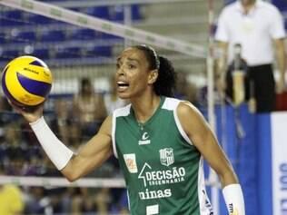 Líbero Arlene é uma das poucas jogadoras que disputou todas as edições de Superliga