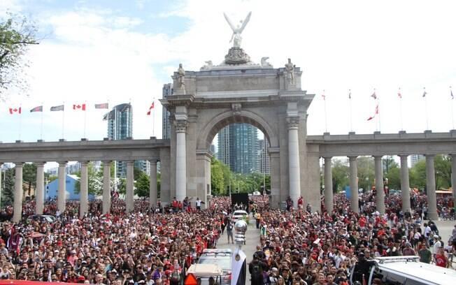 Comemoração do título do Toronto Raptors lotou a Nathan Phillip Square