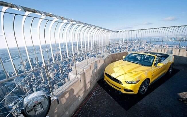 Ford Mustang no topo do simbólico Empire State Bulding, de 102 andares, com grande repercussão novamente