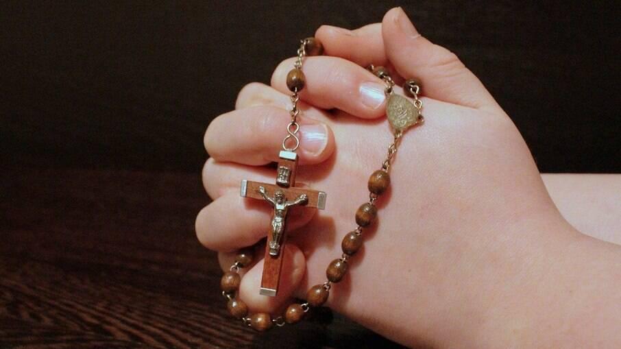Pai de santo é preso suspeito de estuprar 5 mulheres e fazer aborto em uma delas