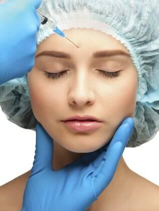 Procedimentos como preenchimento ou Botox podem ser feitos ao longo do ano