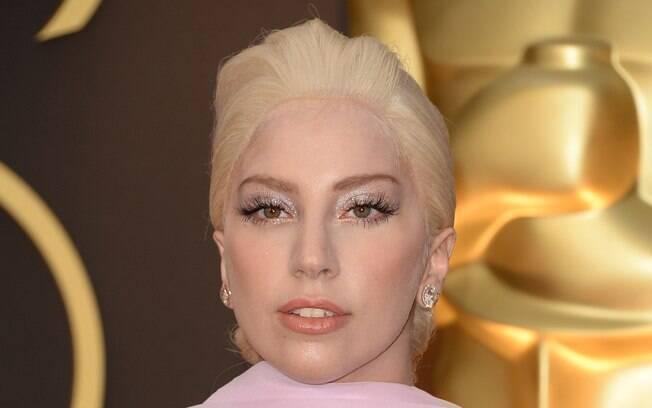 Lady Gaga é uma das adeptas do loiro platinado