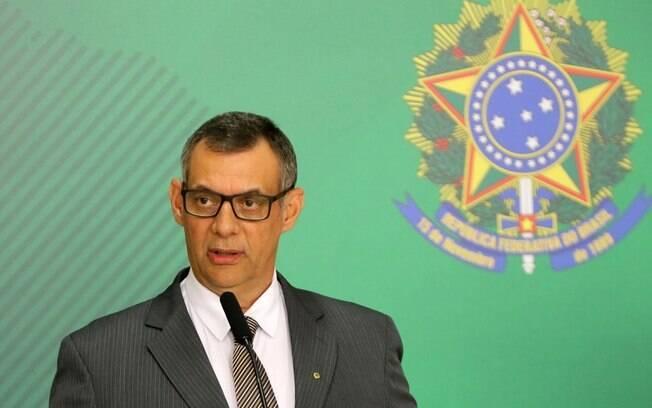 Ex-porta-voz do governo Bolsonaro, Rêgo Barros distribuiu críticas em seu texto