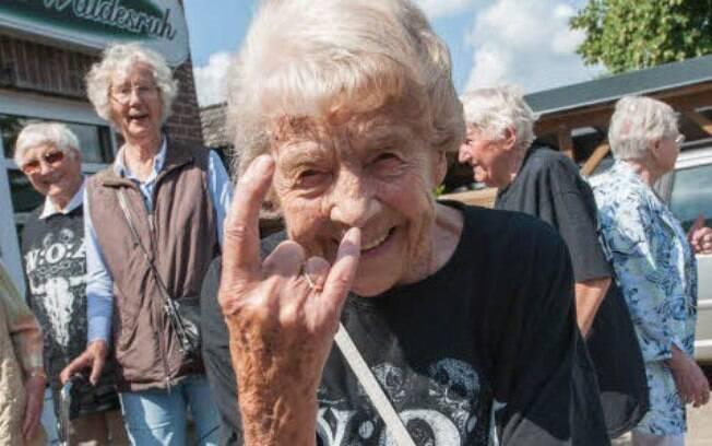 Por mais que não tenha fugido, a Sra. Schmidt também compareceu ao festival de heavy metal na Alemanha
