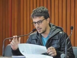 Renan Quinalha em seção da Comissão estadual da Verdade em 30 de maio de 2014