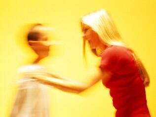 Para os meninos, a combinação entre genética e castigo físico na infância é mais explosiva na construção de comportamentos antissociais