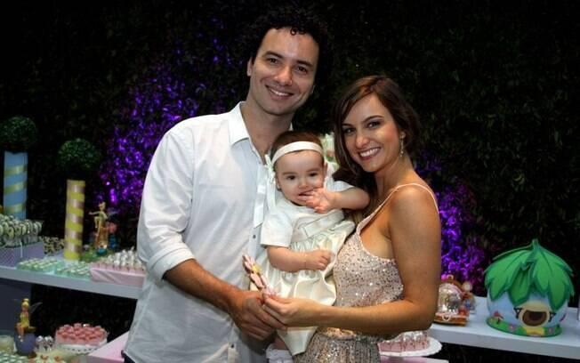 Marco Luque e Flávia Vitorino comemoraram o aniversário de um ano da Isadora