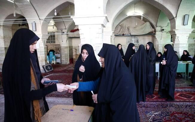 Iranianas votam na eleição parlamentar em Teerã; quase 55 milhões de pessoas têm direito a voto