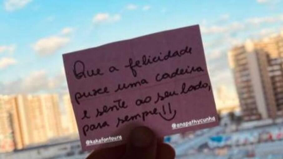 Ana Marcela posta bilhete escrito pela namorada