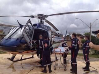 Dois homens ficaram gravemente feridos e foram socorridos pelo helicóptero Pégasus da Polícia Militar (PM)