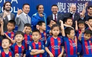 Ronaldinho Gaúcho inaugura escola do Barcelona na China; veja como ela é