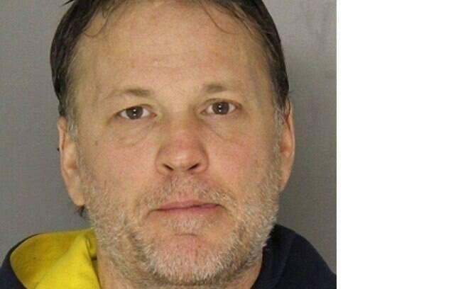 Motorista bêbado surpreendeu a polícia dos EUA por estar de lingerie rosa.