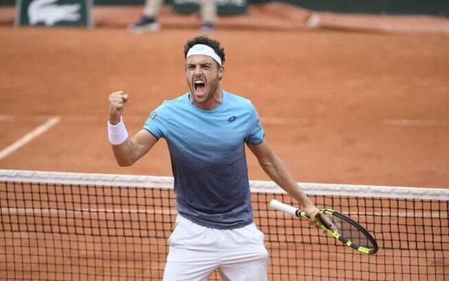O italiano Marco Cecchinato eliminou o sérvio Novak Djokovic e está na semifinal de Roland Garros