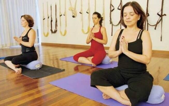 Ioga está na lista dos exercícios que relaxam e até ajudam a combater dores