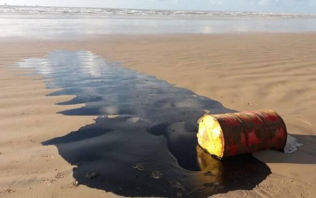 Barril de óleo é achado perto de Natal