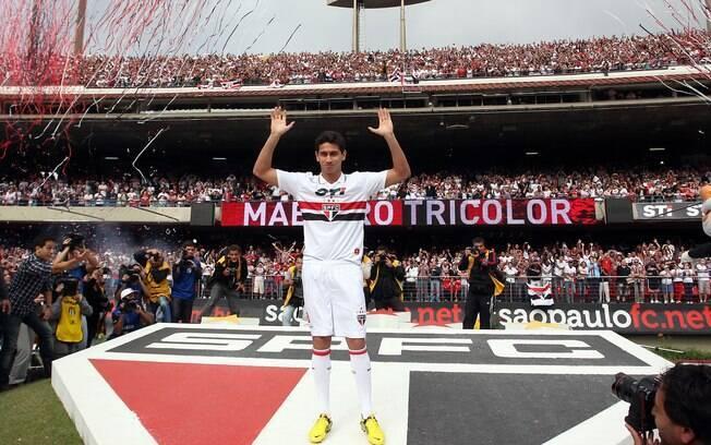Também em 2012, Ganso se desligou do Santos e  se apresentou ao São Paulo