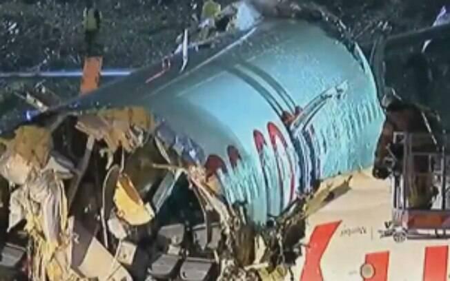 Bombeiros estão lidando com o acidente