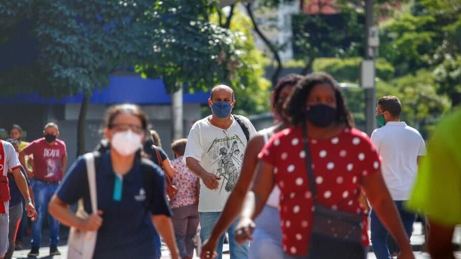 Transmissão da Covid-19 continua intensa no Brasil e Opas diz que não é hora de relaxar
