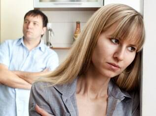 Ao perceber sinais de insatisfação no casamento é melhor conversar, abrir o jogo e ouvir o parceiro