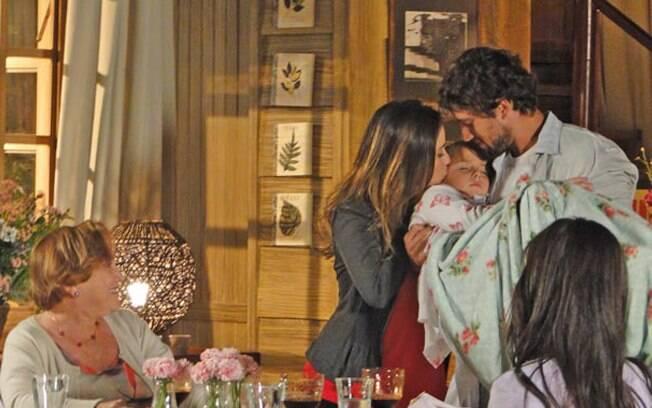 Iná se emociona com cena entre Ana e Júlia