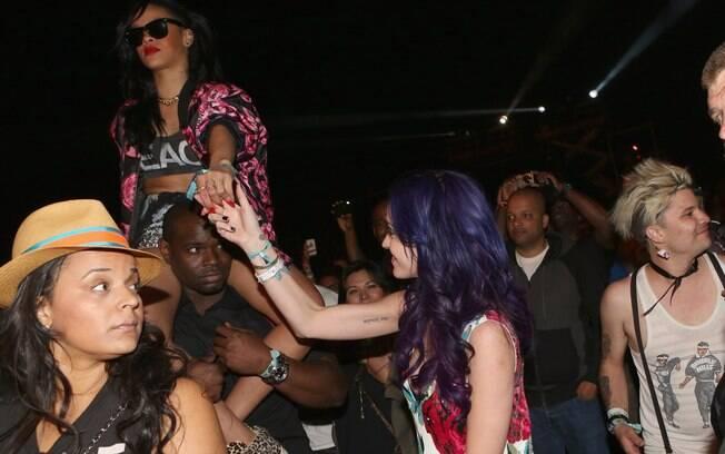 Katy Perry aproveitou o festival com a amiga Rihanna