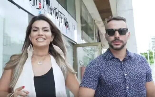 Kelly Key e o marido visitam sex shop e se surpreendem com as novidades sexuais