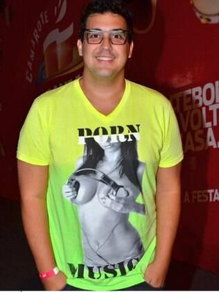 André Marques vai ao Camarote da Bhahama, no Rio de Janeiro, visivelmente mais magro